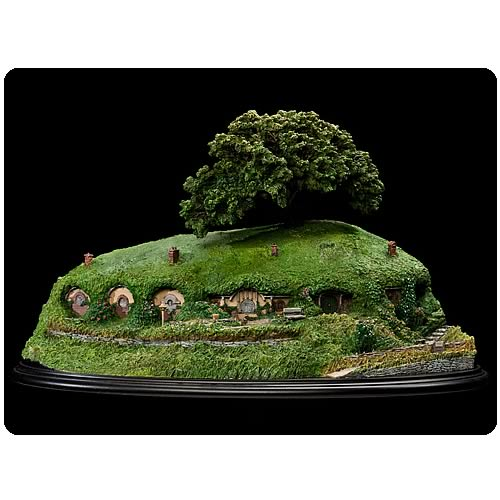 Lord of the Rings Bag End Statue