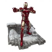 Avengers Age of Ultron Iron Man Mark 43 Action Hero Vignette 1:9 Scale Pre-Assembled Model Kit
