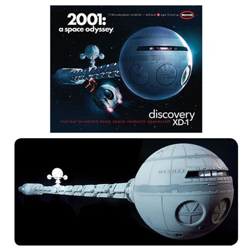 2001: A Space Odyssey Discovery Spacecraft 1:144 Scale Model Kit