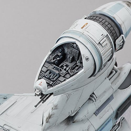 Star Wars B-Wing Starfighter 1:72 Scale Plastic Model Kit - SDCC 2018 Exclusive