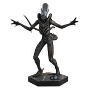 Alien and Predator Alien Xenomorph Figure with Collector Magazine #1