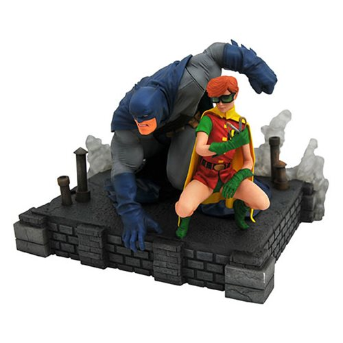 DC Comics Gallery The Dark Knight Returns Batman and Robin Deluxe Statue