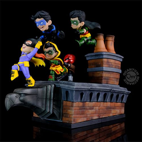 DC Comics Batman Family Knight Out Q-Master Diorama Statue
