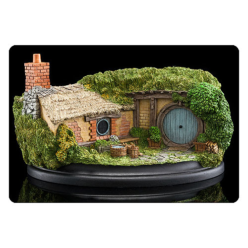 The Hobbit An Unexpected Journey 35 Bagshot Row Statue