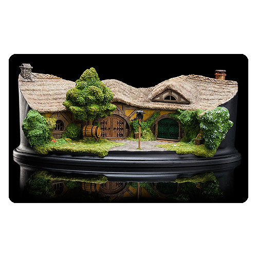 The Hobbit An Unexpected Journey The Green Dragon Inn Statue