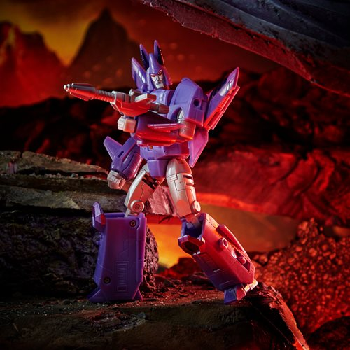 Transformers War for Cybertron Kingdom Voyager Cyclonus