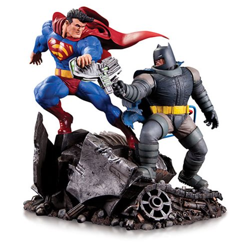 Dark Knight Returns Batman vs. Superman Mini Battle Statue