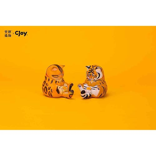 Crotch Staring Cats Series 2 Random Blind Box Mini-Figures Display Case