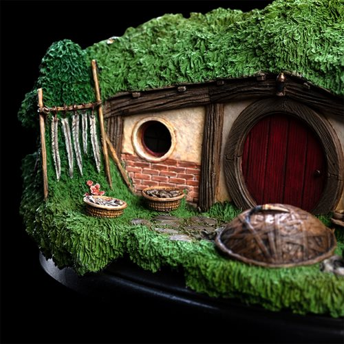 The Hobbit 31 Lakeside Hobbit Hole Statue