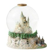 Wizarding World of Harry Potter Hogwarts Castle Snow Globe