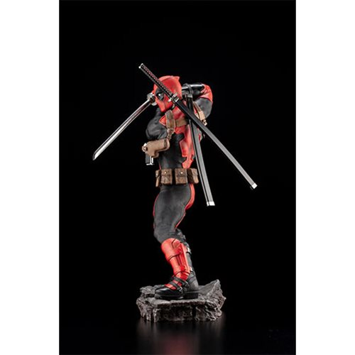 Deadpool Maximum Effort Fine Art 1:6 Scale Statue