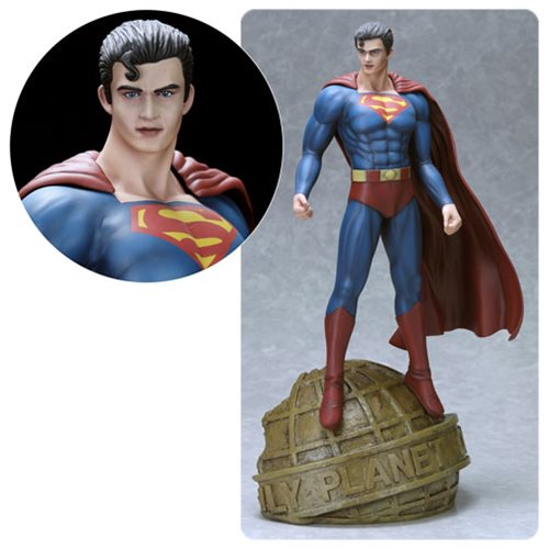 Fantasy Figure Gallery Superman by Luis Royo 1:6 Scale Statue