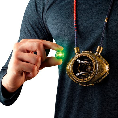 Doctor Strange Marvel Legends Series Eye of Agamotto Electronic Talisman Prop Replica