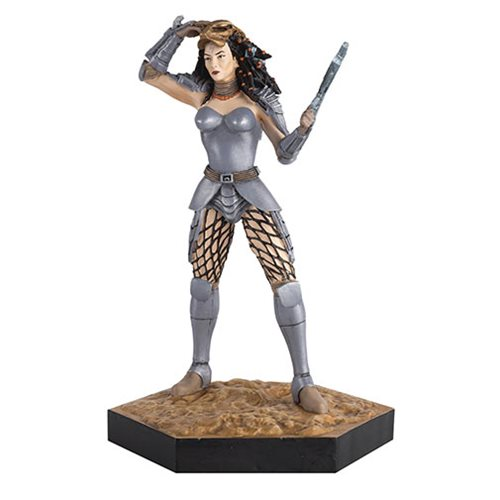 Alien and Predator Machiko Naguchi from AVP War Figure with Collector Magazine