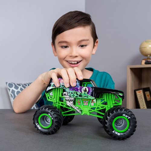 Monster Jam Grave Digger Monster Truck 1:24 Scale Die-Cast Vehicle