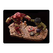 Avengers: Age of Ultron Hulk vs. Hulkbuster Egg Attack Statue